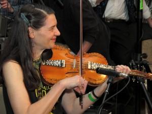 "Loretta Kelley plays the Norwegian hardingfele for dancing from Telemark, Norway... a far North ""Balkan"" country ;-)"